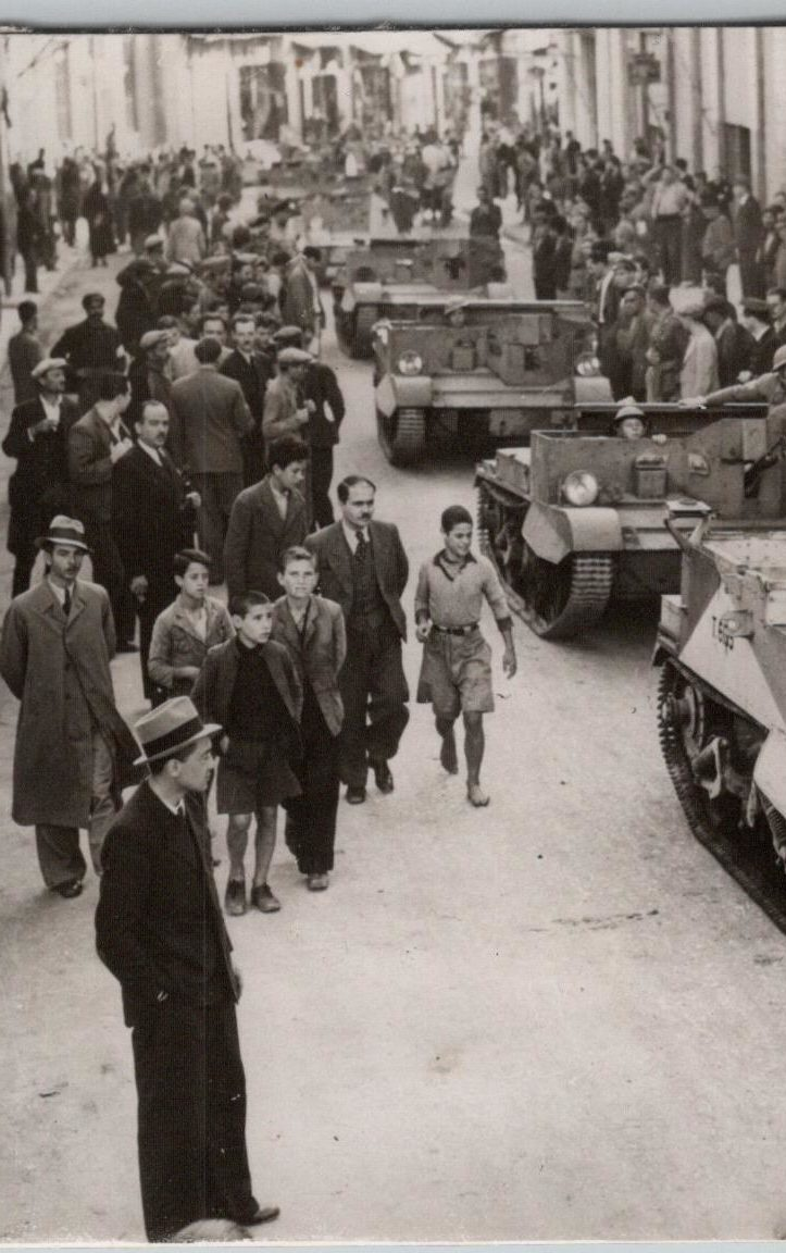 When mechanised material and troops of British Forces arrive on Greek soil they received a very warm welcome.